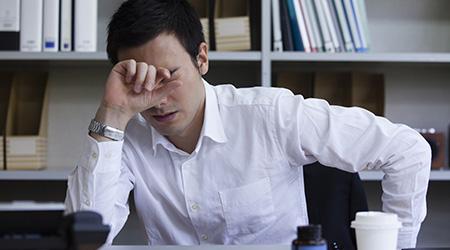 「どこに頼んだらいいか分らず業者選びに疲れた」と疲れ果て会社員の男性