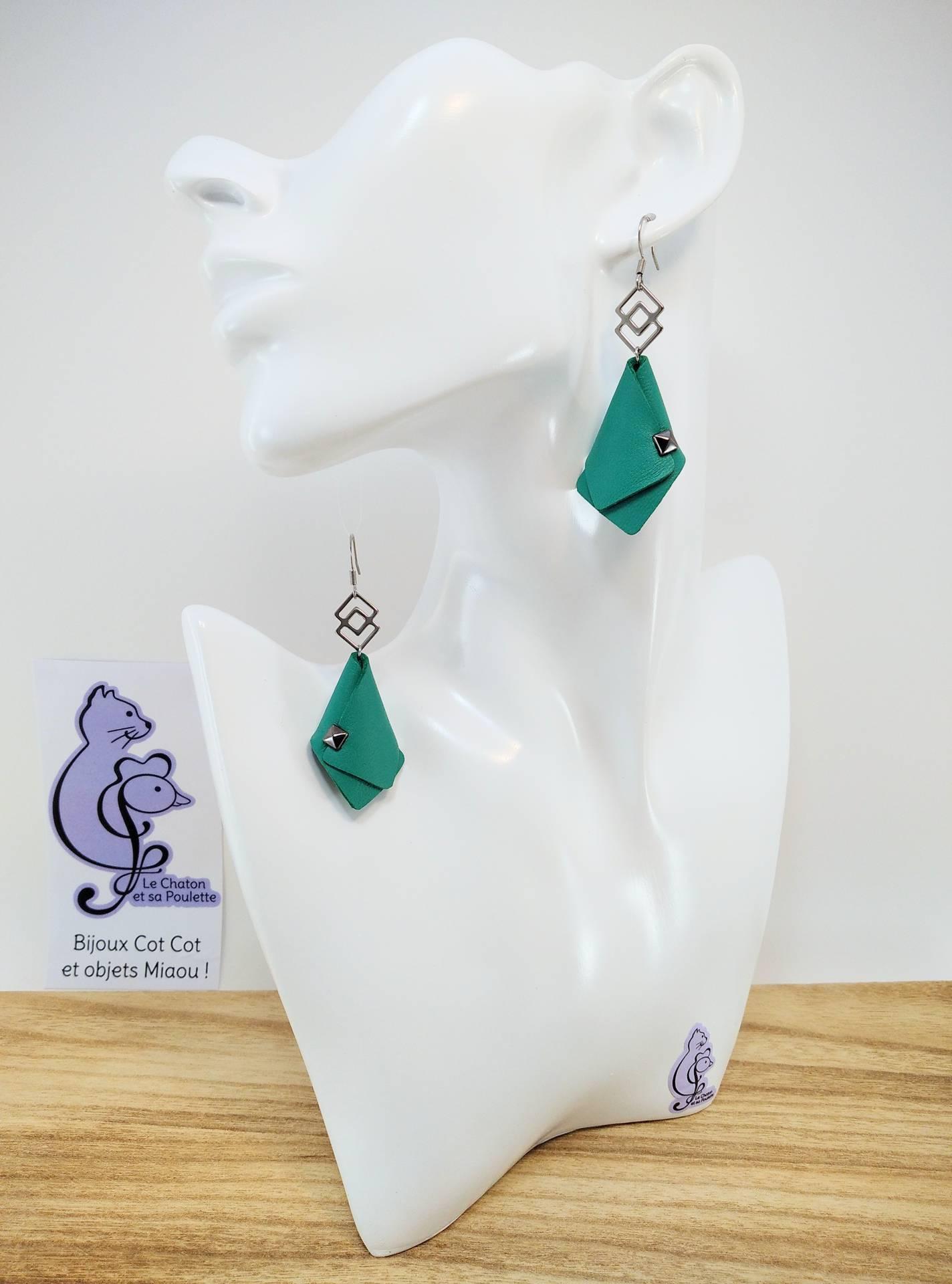 VENDUES ! BO FORMIDABLE modèle VAL Cuir vert prasin, breloque inox carrés entrelacés et carré diamant laiton noir