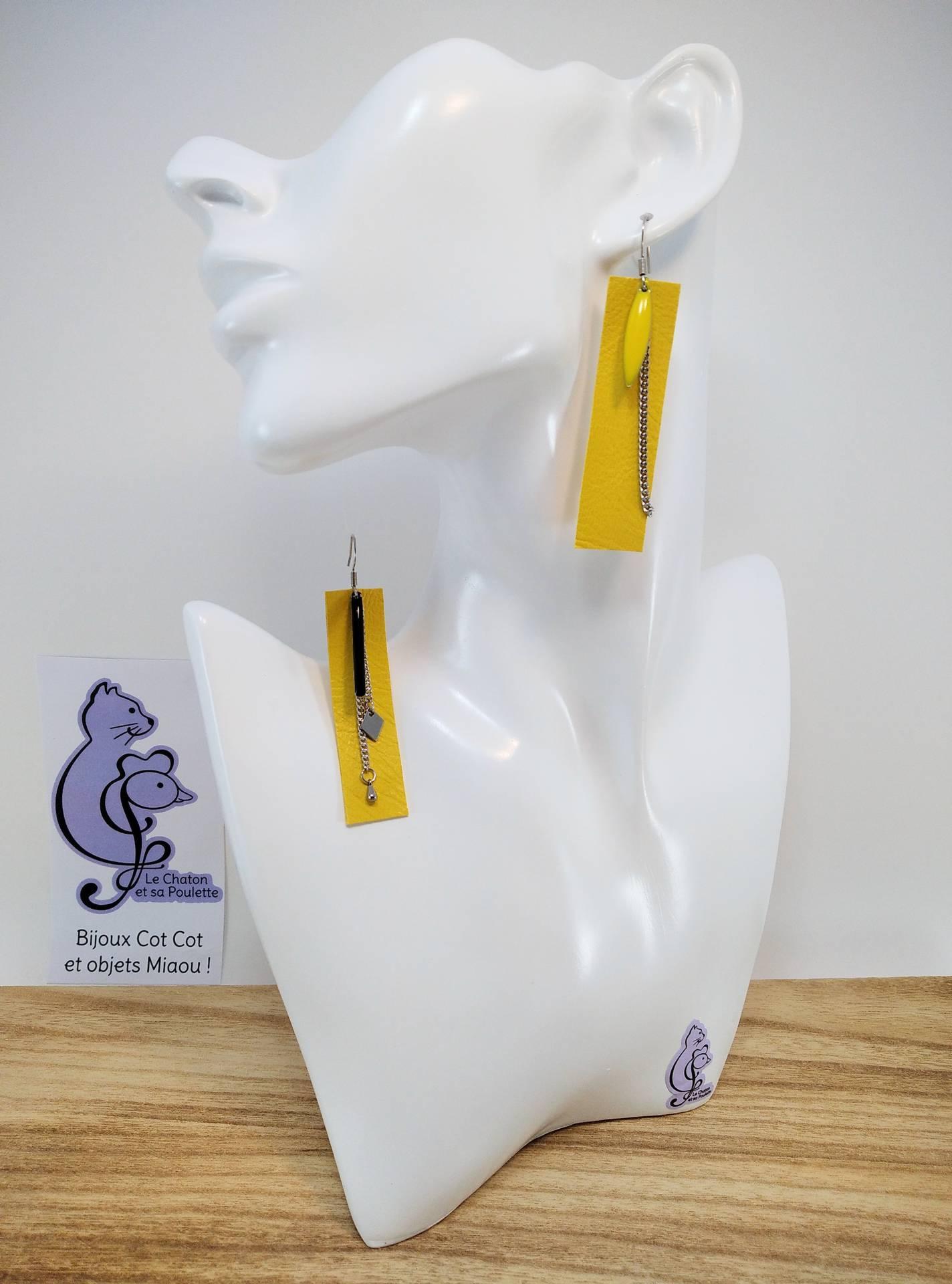 B.O. FORMIDABLE modèle 3 Cuir jaune, breloques résine navette jaune et barre noire, breloques inox losange et goutte et chaine