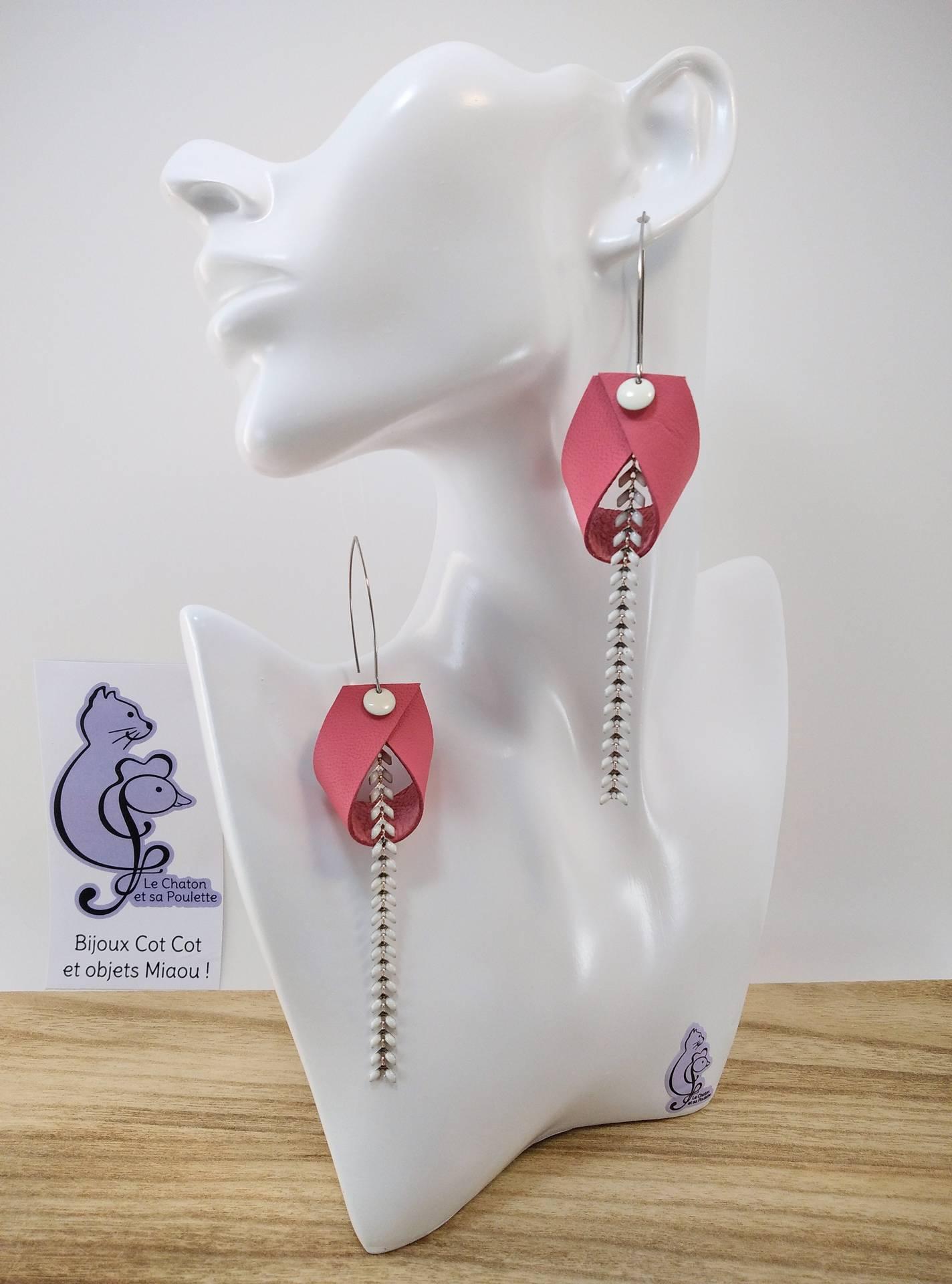 B.O. FORMIDABLE modèle 2 Cuir rose, breloque rond blanc et chaine épis blanc