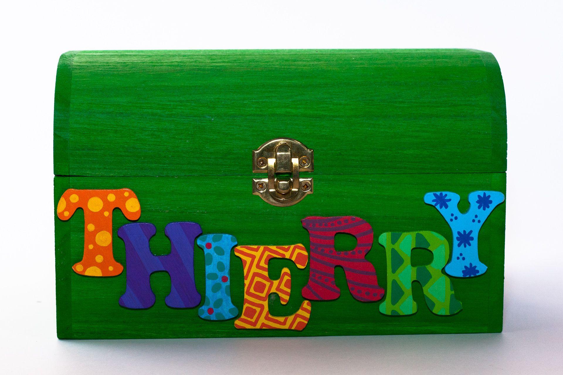 Coffret vert pomme, prénom décoré Thierry