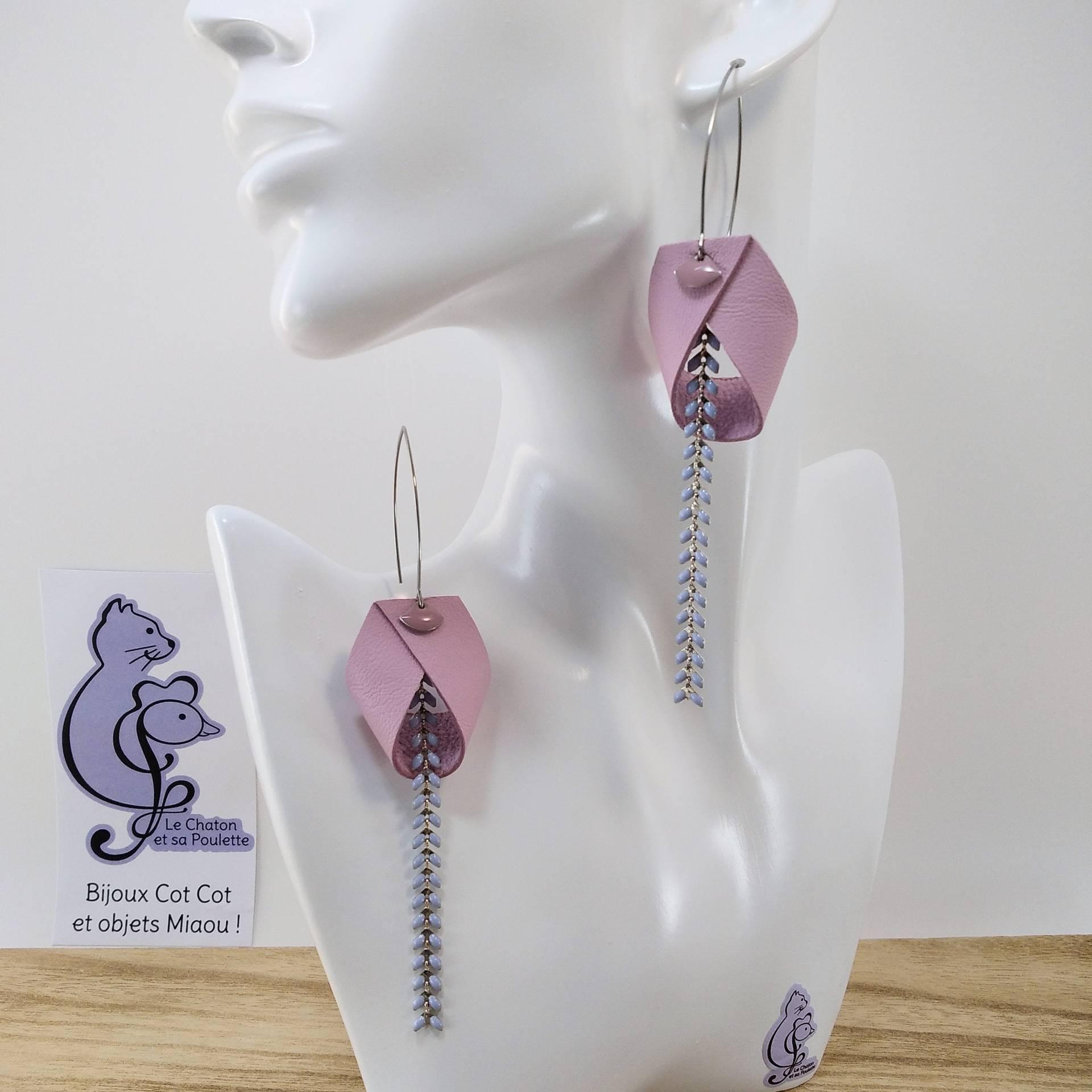 B.O. FORMIDABLE modèle 2 Cuir rose dragée, breloque éventail rose et chaine épis bleu pastel