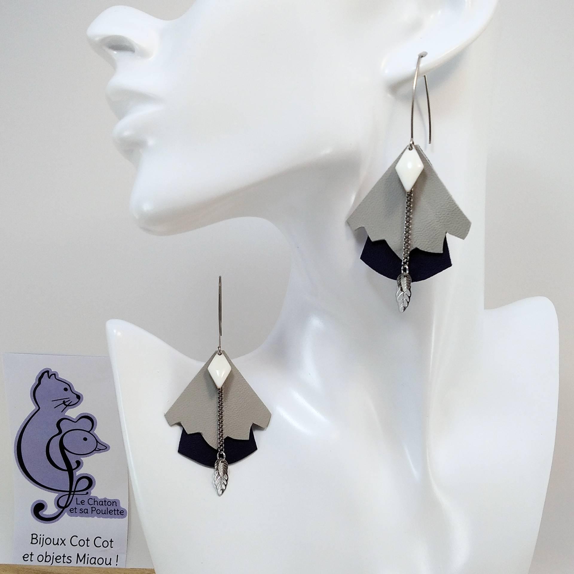 BO FORMIDABLE modèle n°5 Cuirs gris clair et bleu nuit, breloque diamant blanc