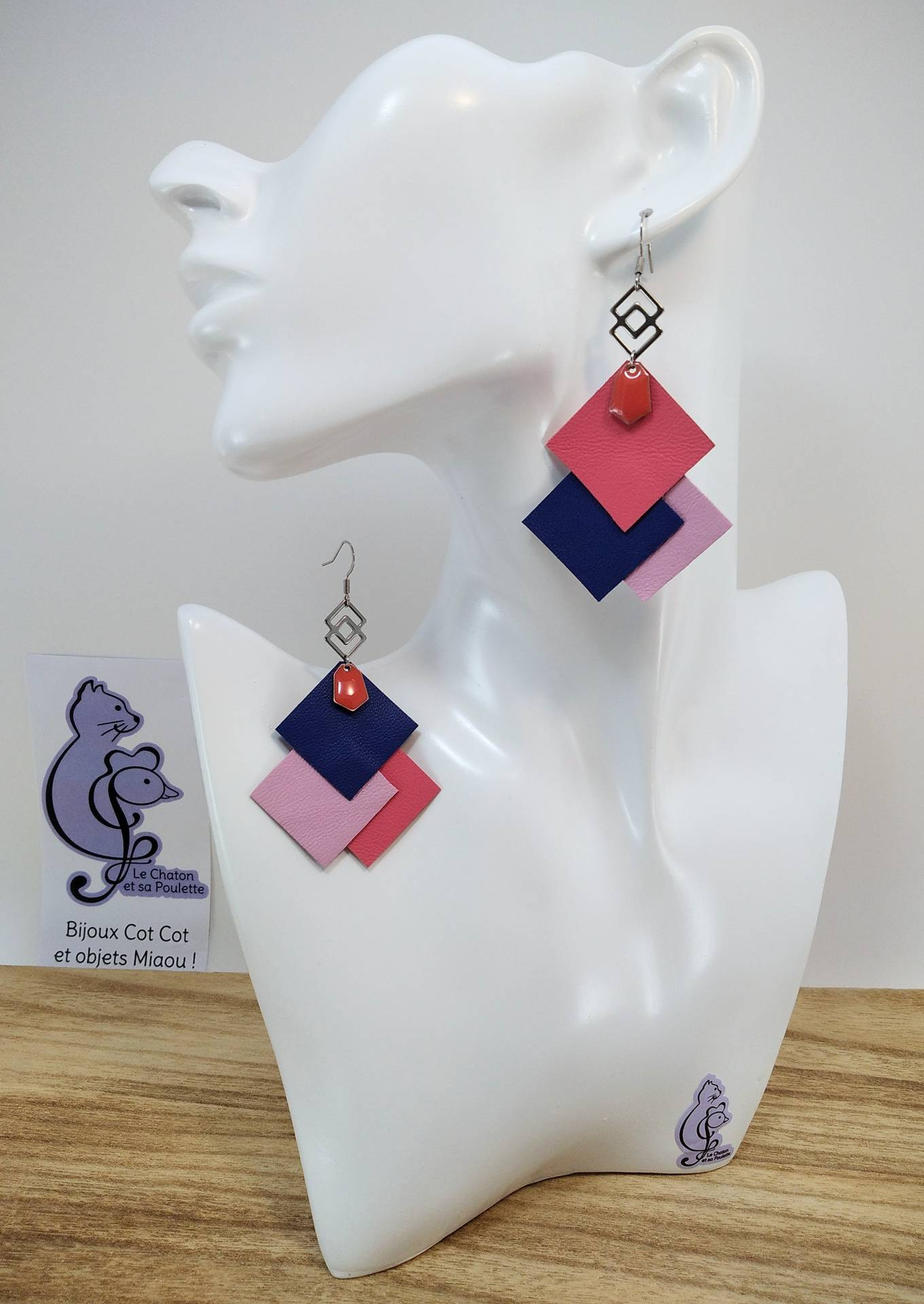 B.O. FORMIDABLE modèle 6 Cuirs rose/bleu marine/rose dragée, breloque inox carrés entrelacés et diamant rose saumon