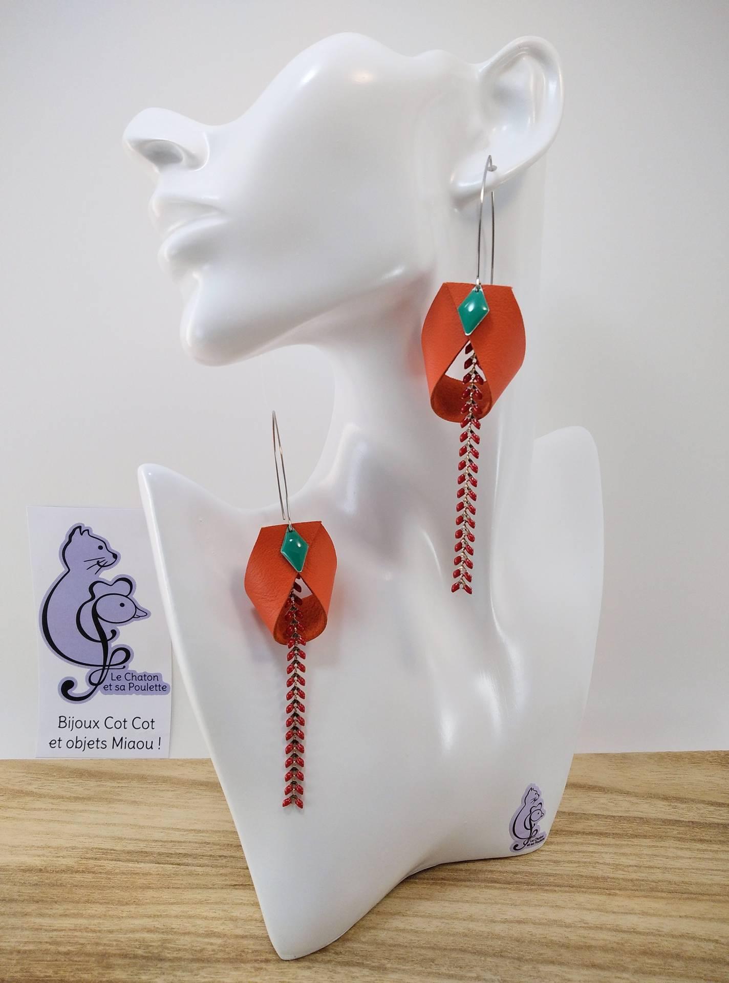 B.O. FORMIDABLE modèle 2 Cuir orange, breloque losange vert prasin et chaine épis rouge