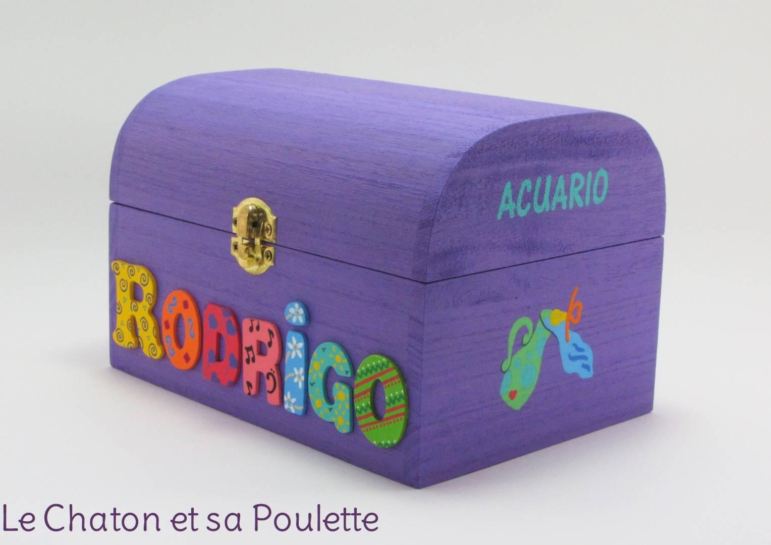 Coffret lilas, prénom décoré Rodrigo, signe astrologique verseau