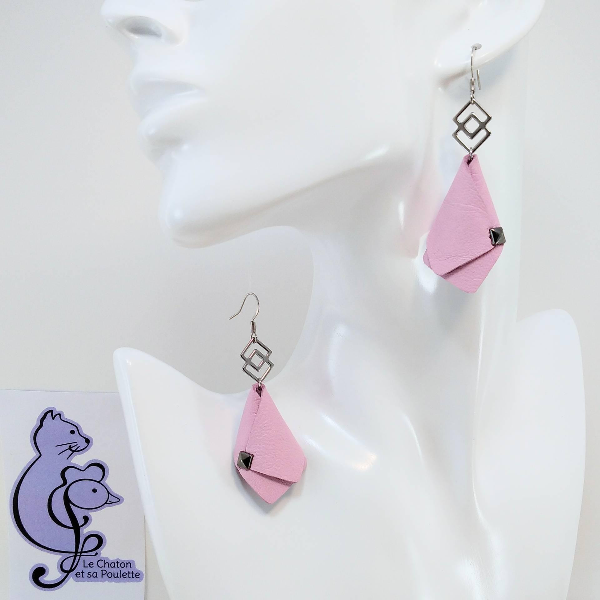 BO FORMIDABLE modèle VAL Cuir rose dragée, breloque inox carrés entrelacés et carré diamant laiton noir