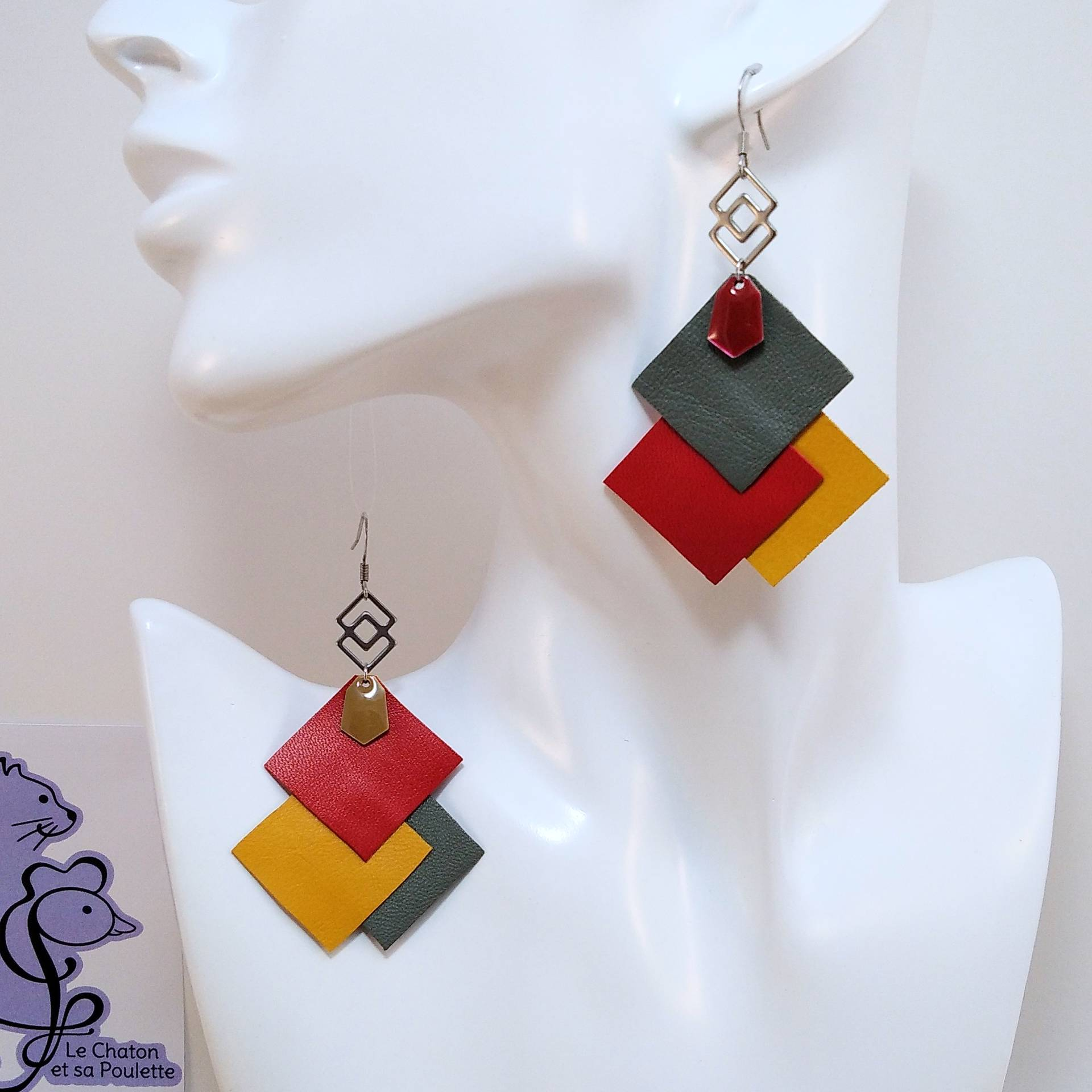 B.O. FORMIDABLE modèle 6 Cuirs gris/rouge/ocre, breloque inox carrés entrelacés et diamant rouge ou taupe