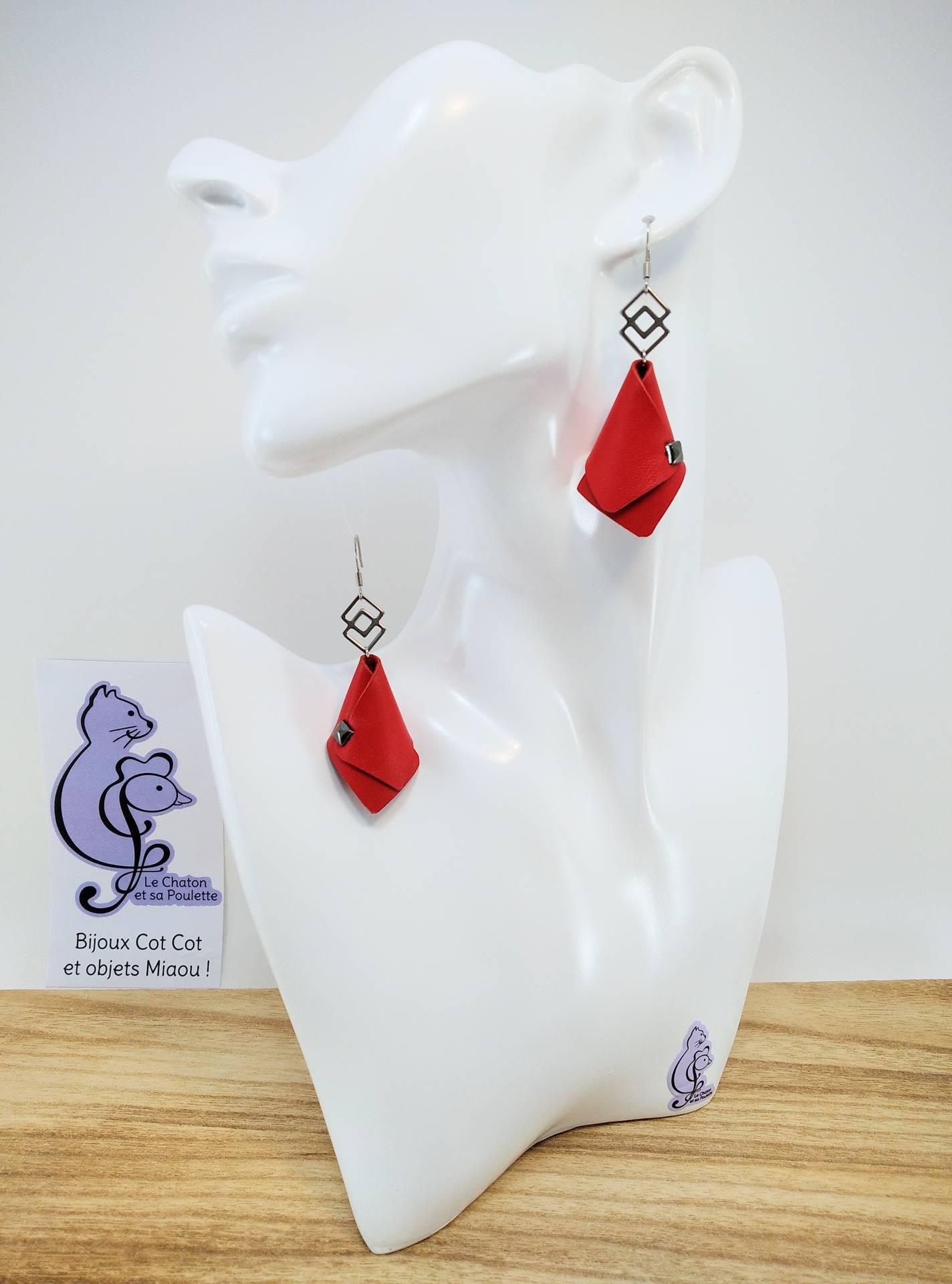 VENDUES ! BO FORMIDABLE modèle VAL Cuir rouge, breloque inox carrés entrelacés et carré diamant laiton noir