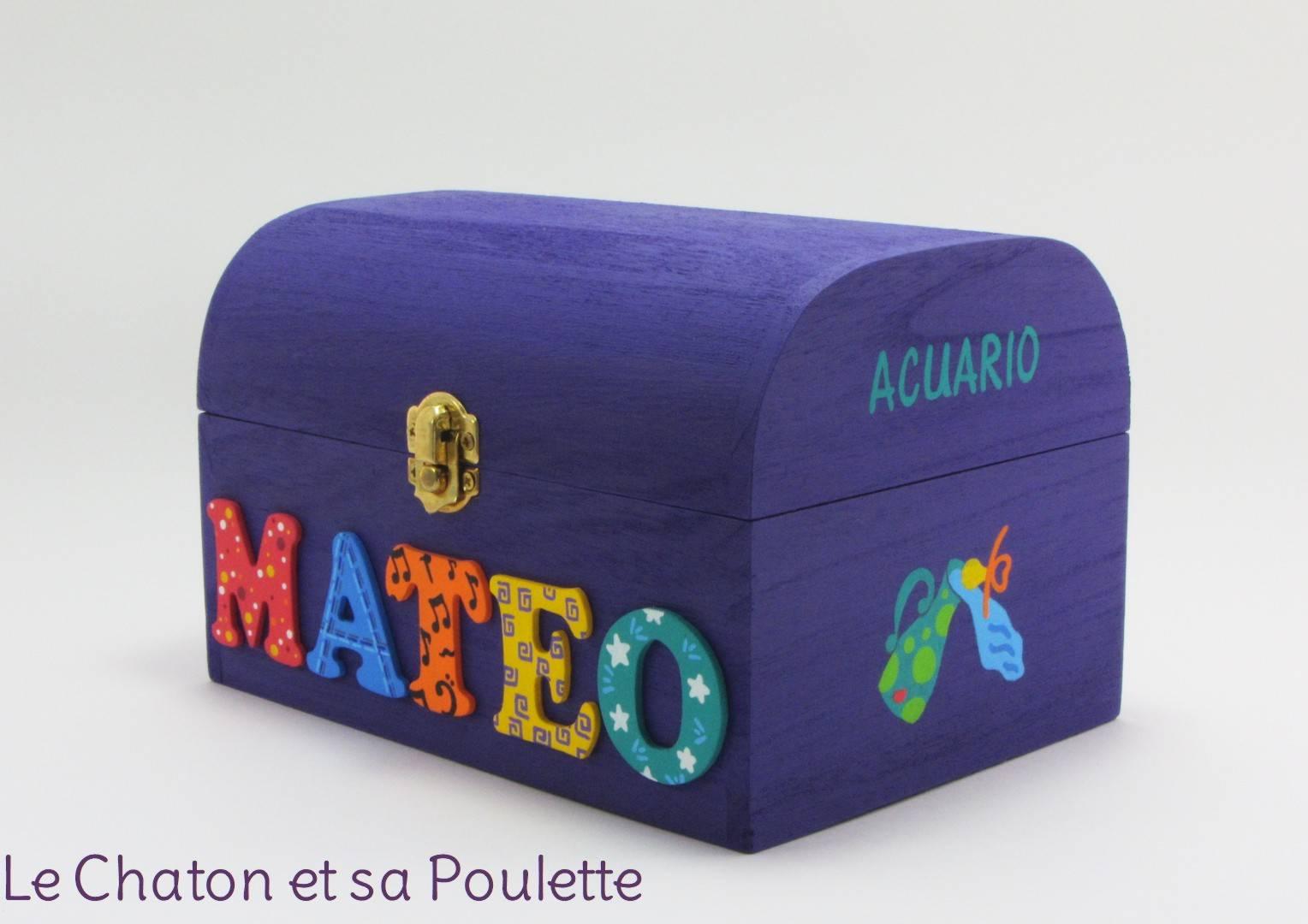 Coffret violet, prénom décoré Mateo, signe astrologique verseau