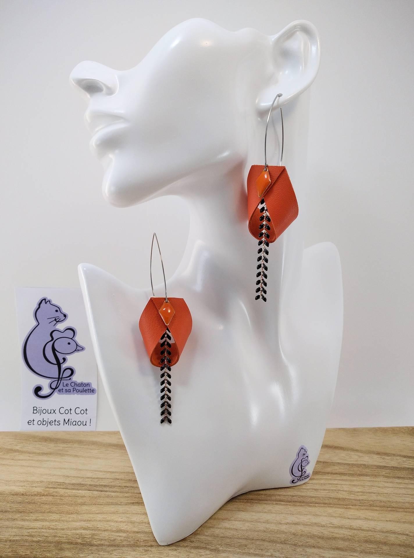 B.O. FORMIDABLE modèle 2 Cuir orange, breloque losange orange et chaine épis noir