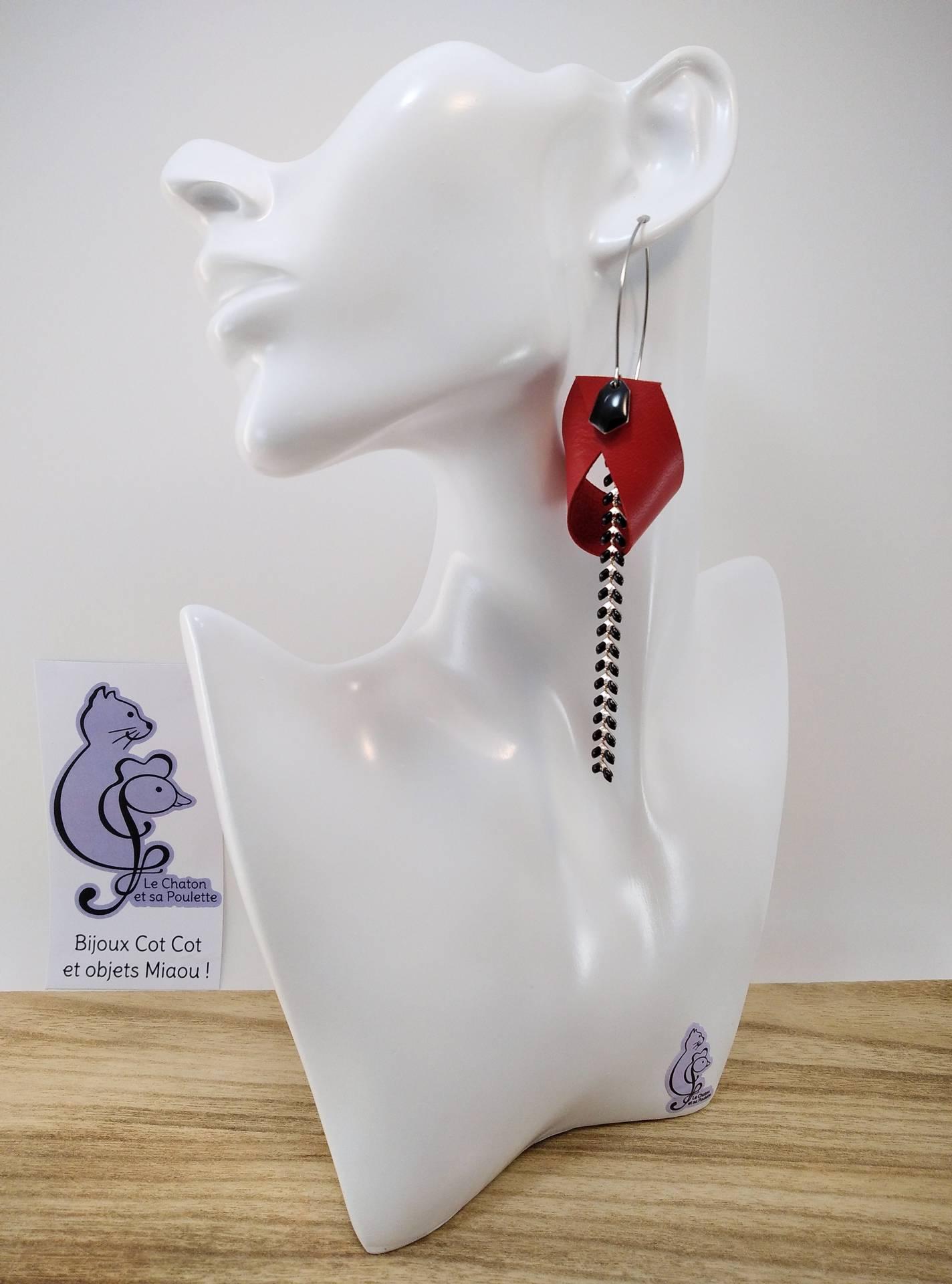 B.O. FORMIDABLE modèle 2 Cuir rouge, breloque diamant noir et chaine épis noir