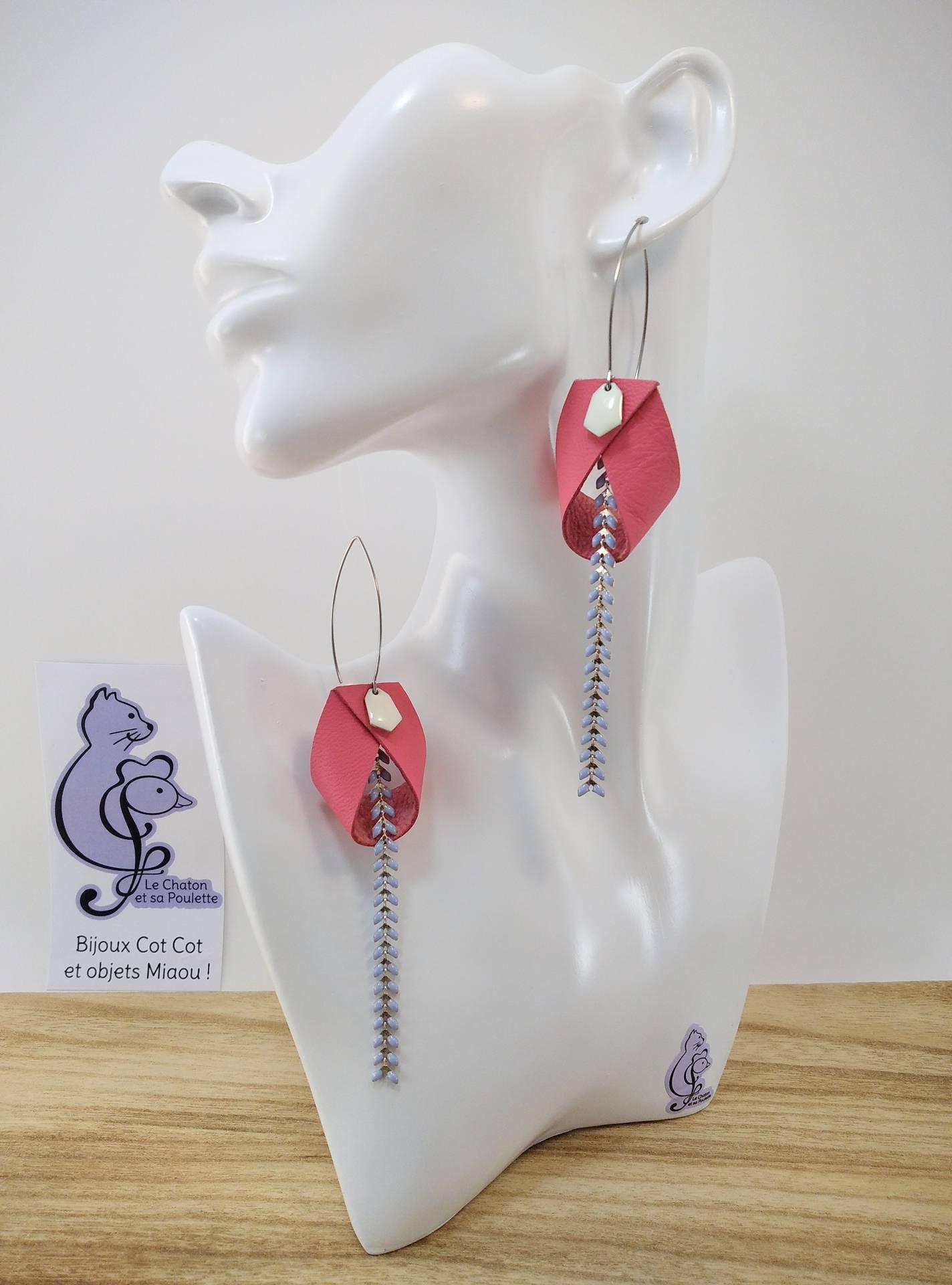 B.O. FORMIDABLE modèle 2 Cuir rose, breloque diamant blanc et chaine épis bleu pastel