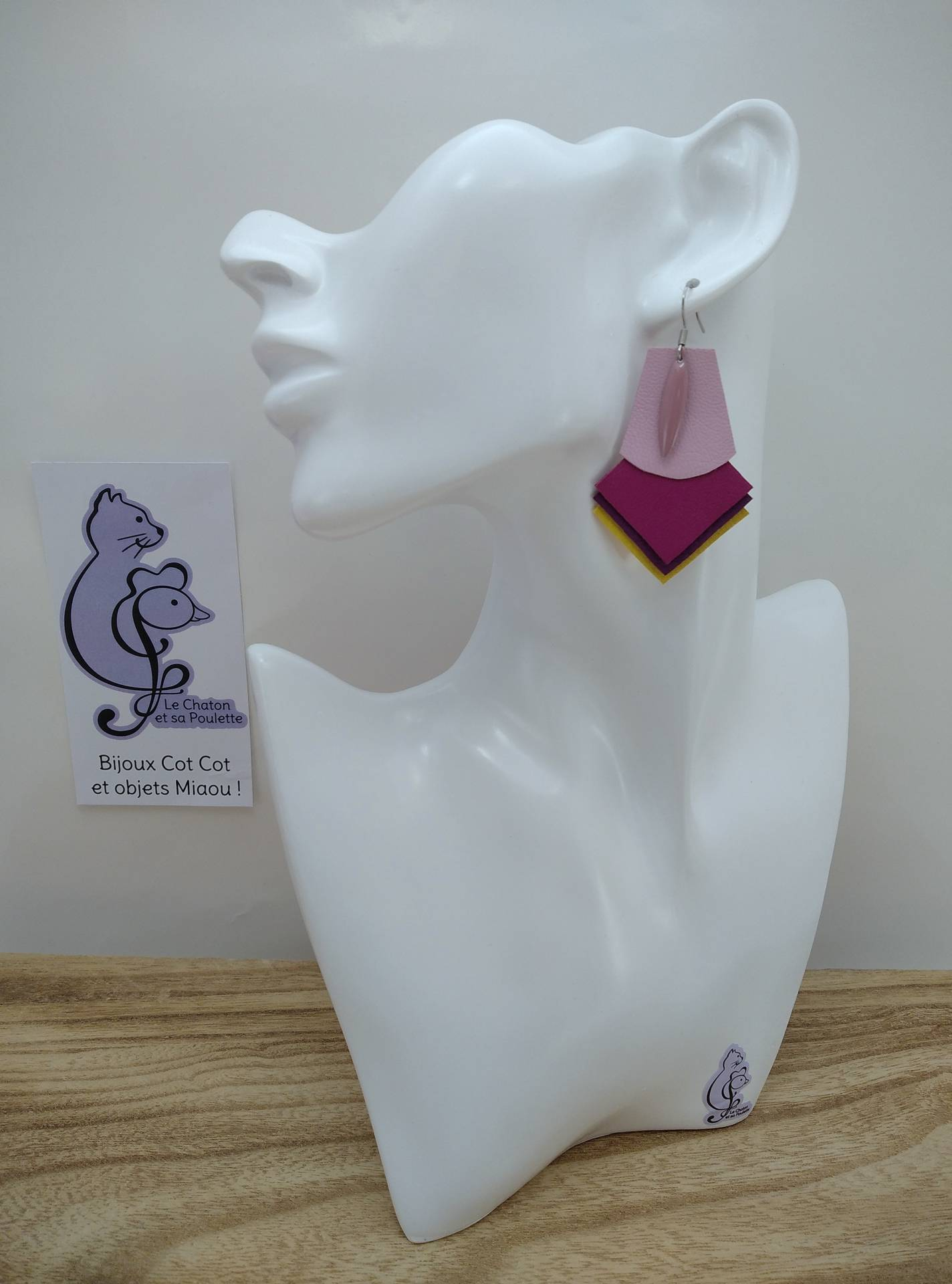 B.O. FORMIDABLE modèle 1 Breloque navette rose et cuir rose dragée/fuchsia/améthyste/jaune
