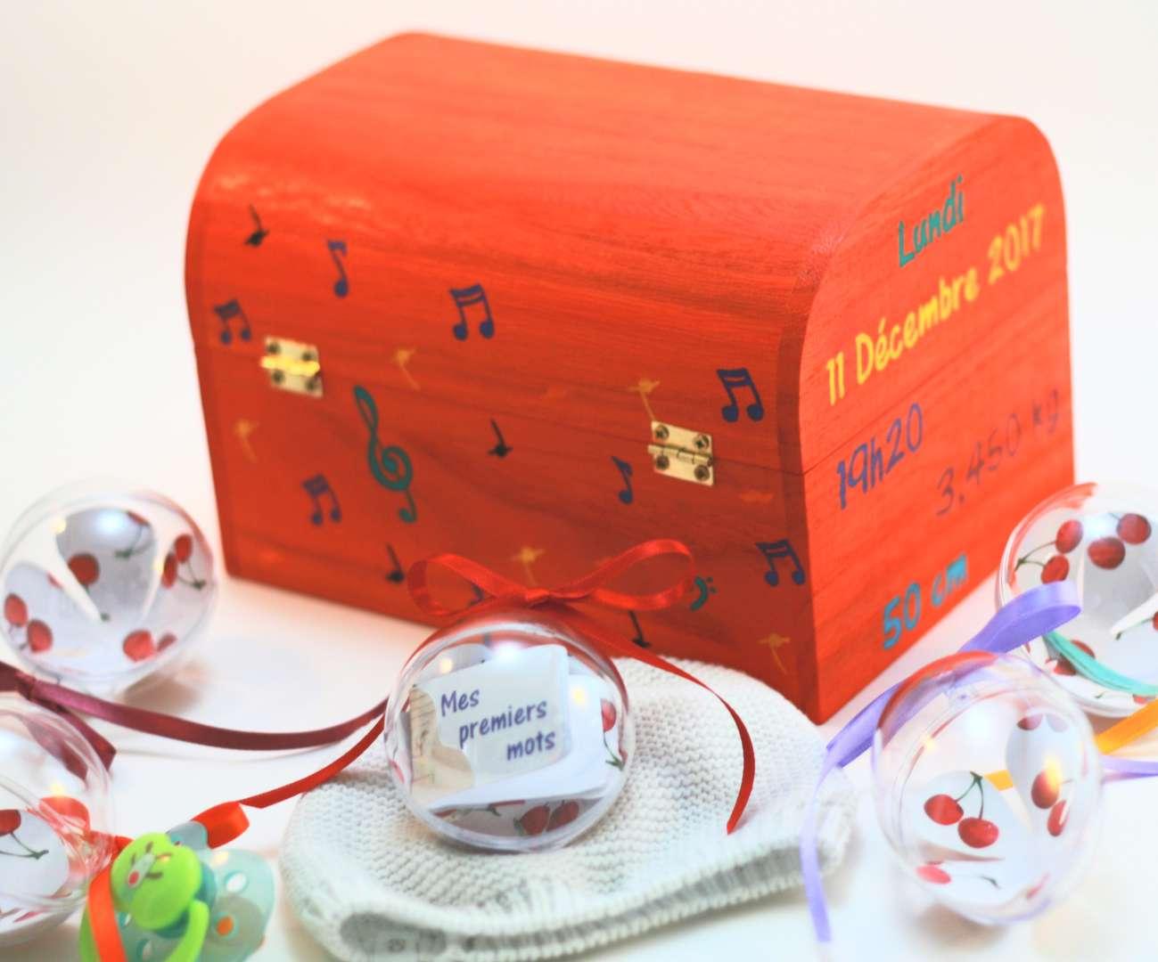 Coffret orange carotte Liam, décorations thème musical, informations de naissance et boules