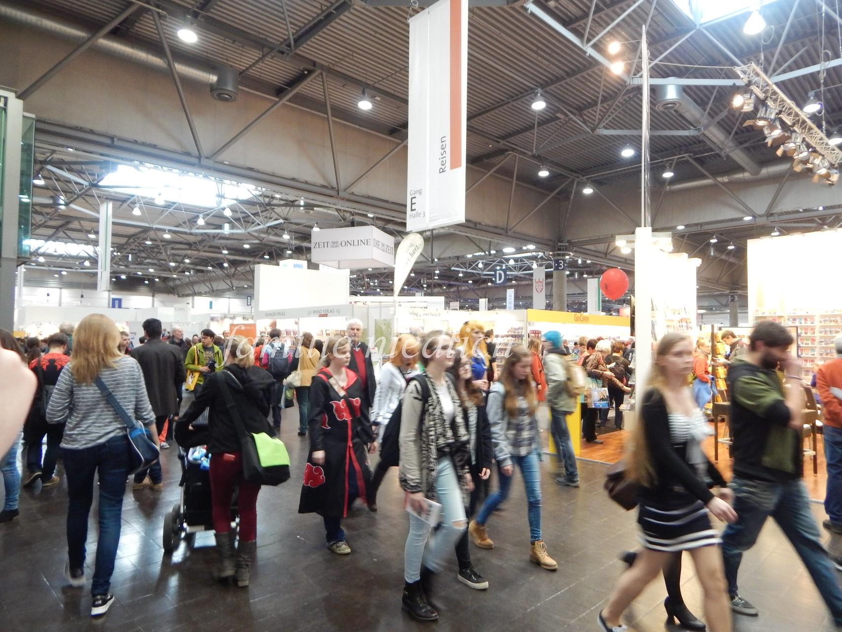 es waren viele Leute auf der Buchmesse (man konnte kaum treten)