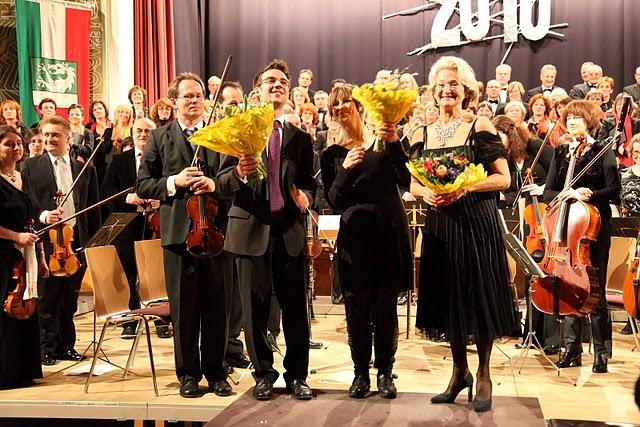 Neujahrskonzert 2010 - Moderation Helga Schobesberger