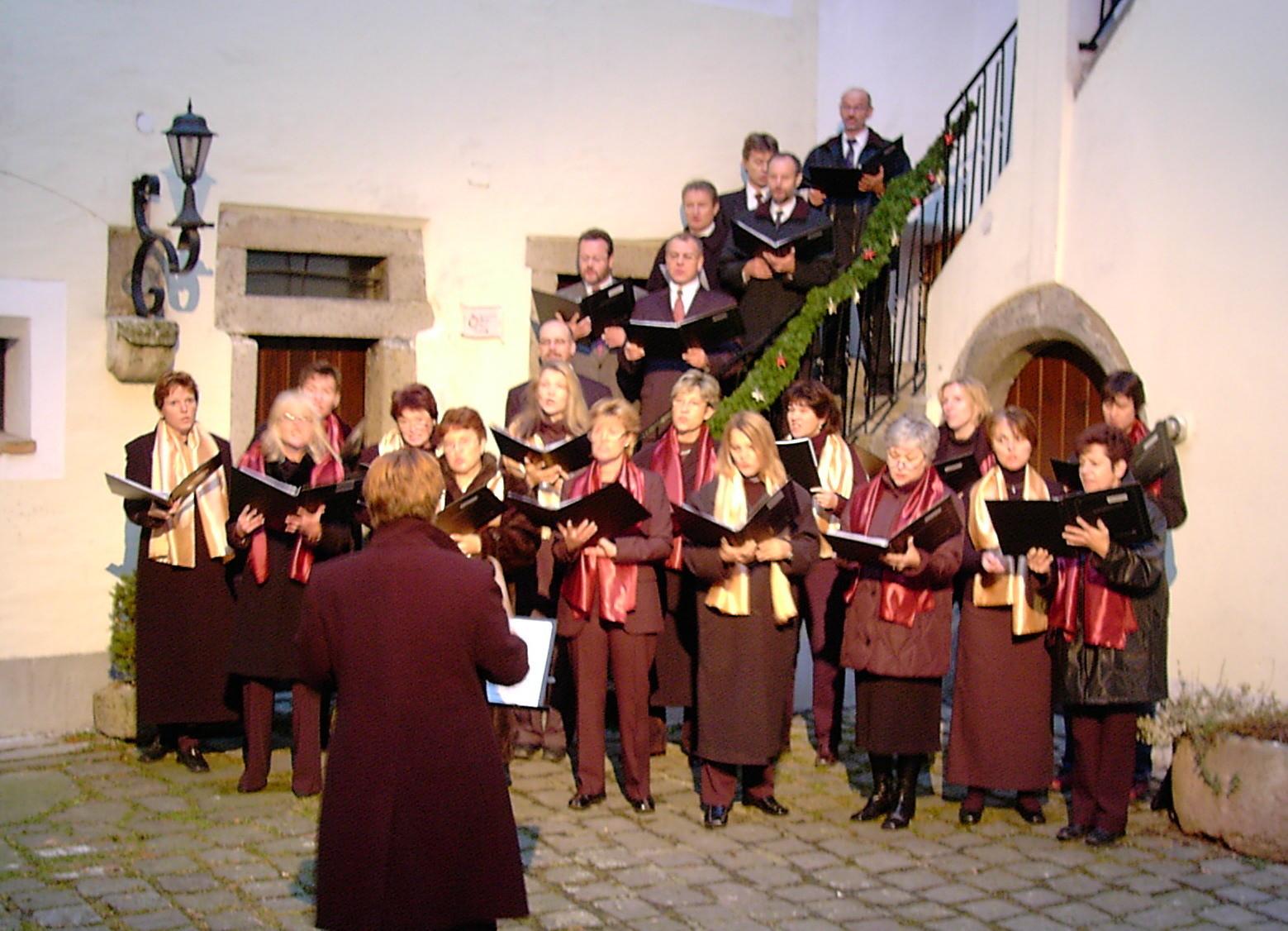 So groß ist unser Chor 2004 ;-)