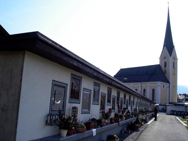 Urnenmauer Friedhof Kössen