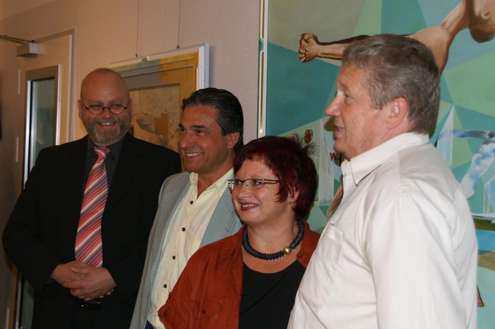 Direktor Schwarz und die drei Aussteller Giovanni Battista Mannai, Jeannette Müller und Willi Ueberle