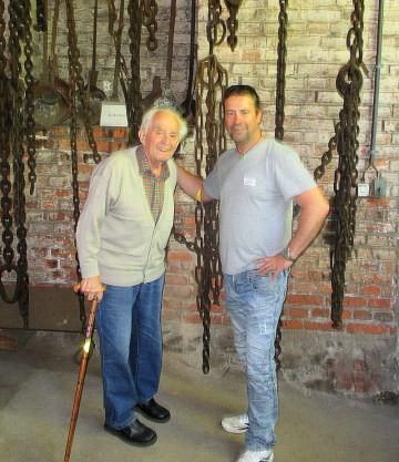 Firmenchef Thomas-Maria Schmidt traf Schmiede-Legende Gerhard Schilling beim Schmiedetreffen in Steinbach-Hallenberg.