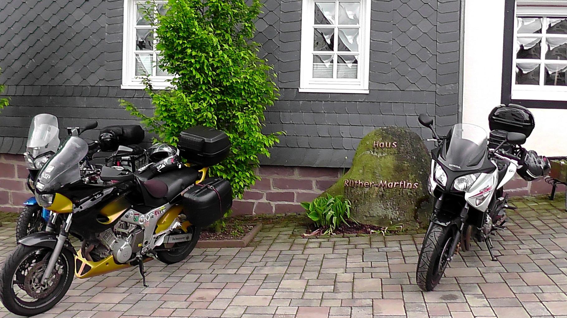Motorräder in einer Doppelgarage unter zu stellen möglich