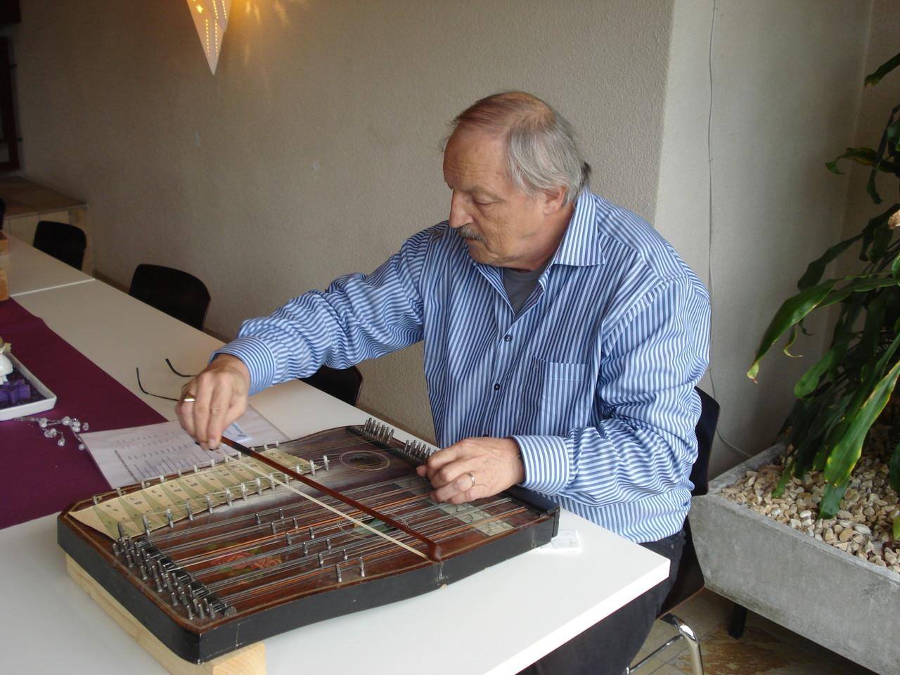 Heinz Steinmann an der Violin-Zitter