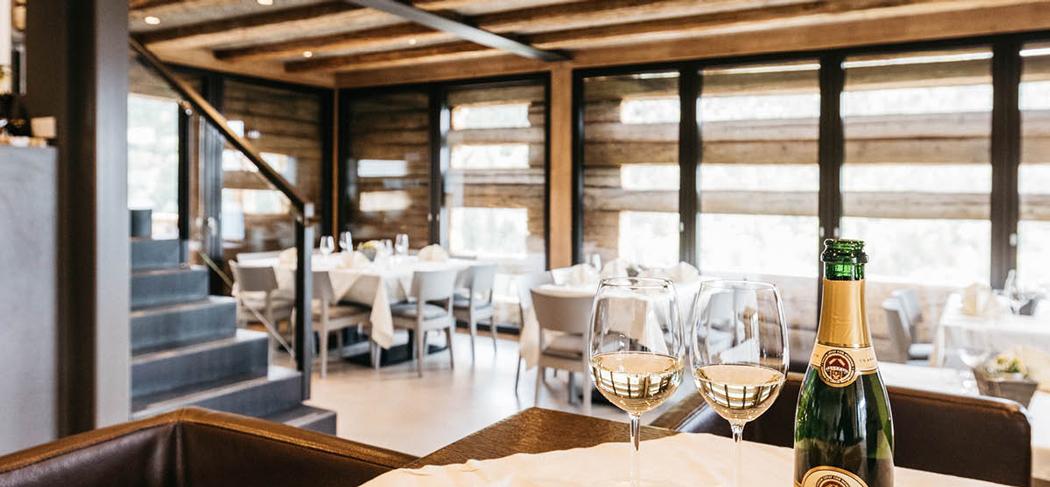 Restaurant in Montan Ristorante a Montagna Berggasthof Dorfner Locanda alpina Gourmet Südtirol