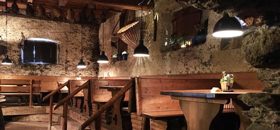 Glögglkeller-Lana-Buschenschank-Cantina-tipica-tirolese-Gourmet-Südtirol.jpg