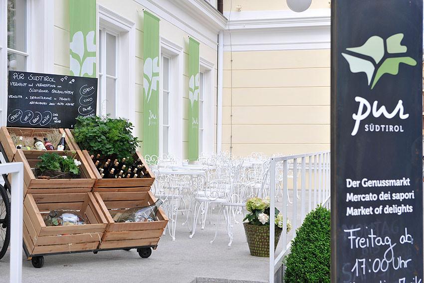 Pur-Bar-Genussmarkt-Bar-Mercato-dei-Sapori-Meran-Merano-Bruneck-Brunico-Suedtirol-Gourmet-Gourmet-Suedtirol-Alto-Adige
