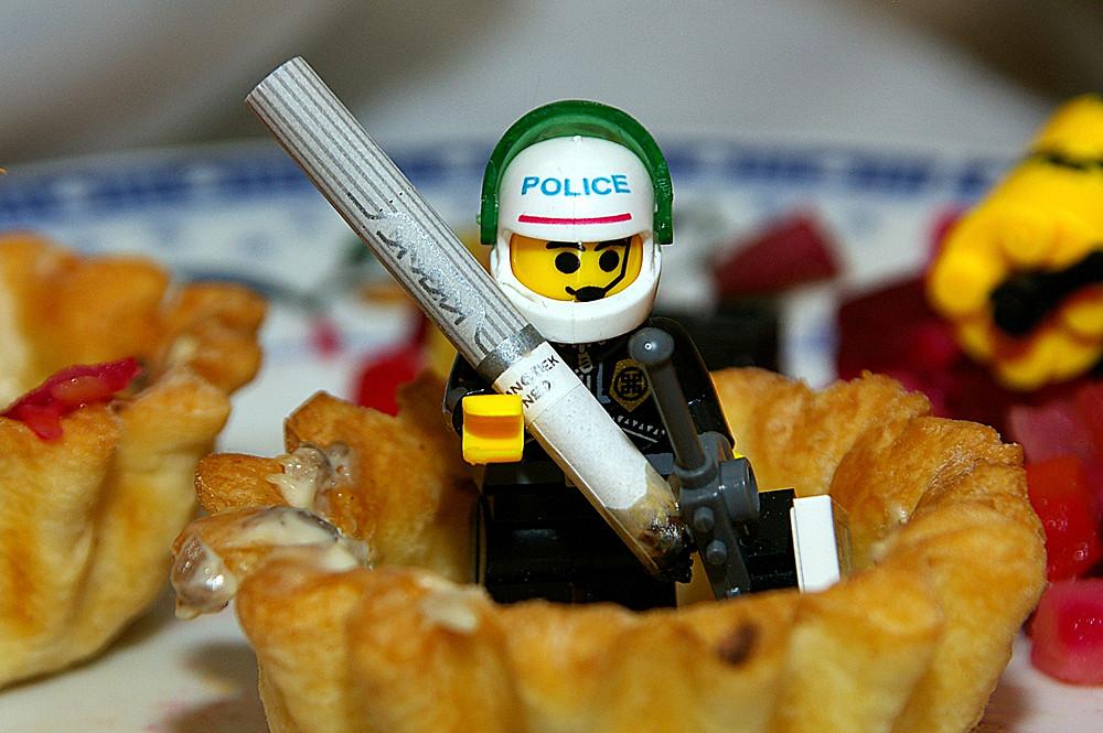Полицейский Хулио после рейда по злачным местам