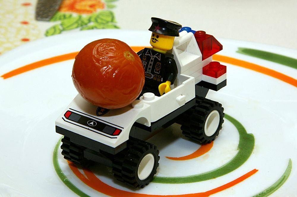 Водитель Хуан специализируется на доставке крупногабаритной еды