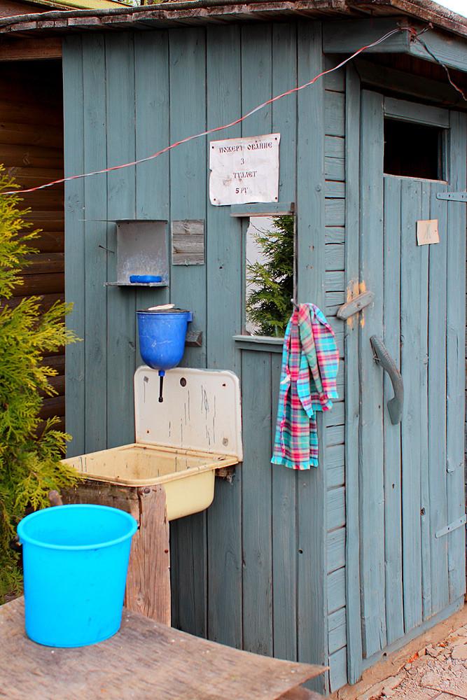 Туалет для посетителей храма Покров на Нерли, Суздальский район