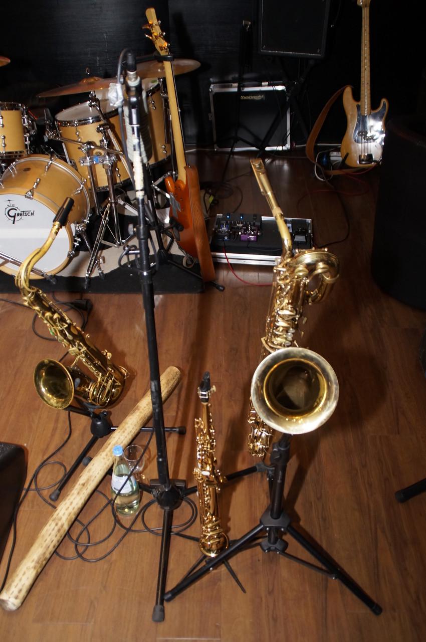zwischen den Instrumenten