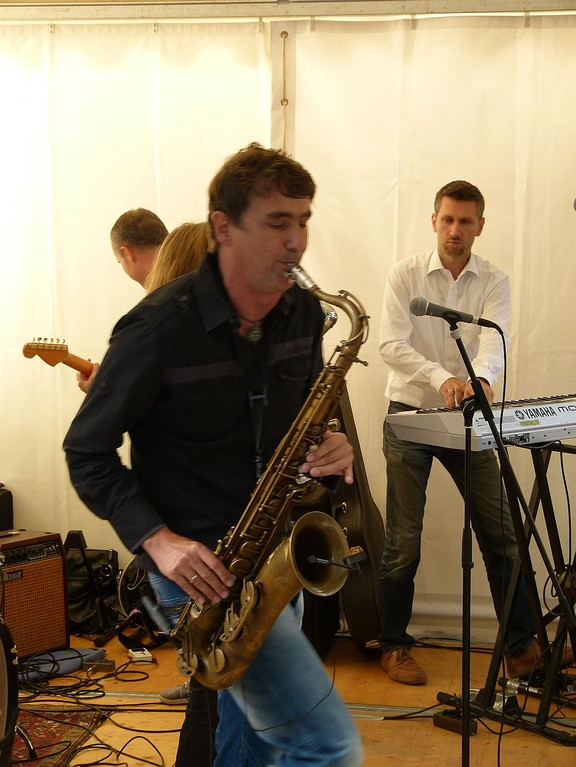 das Saxofon auch.