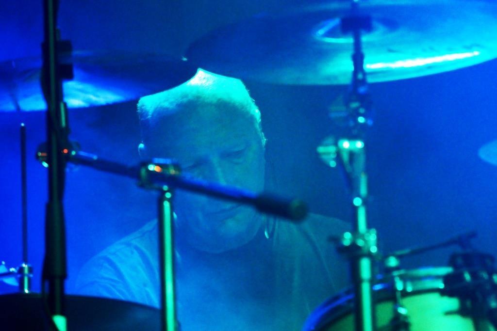 Drummer im Nebel
