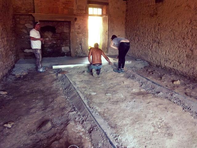 Découvrez aussi la formation pratique en éco-rénovation sur 700m² de bâtiments en pierre avec Cyrille