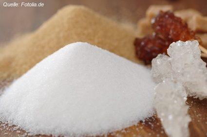 Ob in weiß oder braun: Zucker im Übermaß übersäuert Deinen Körper.