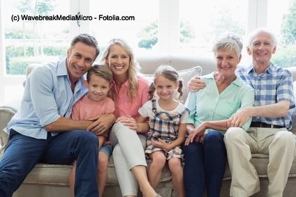 So wie früher: Alle 3 Generationen einer Familie leben in einem eigenen Haus.