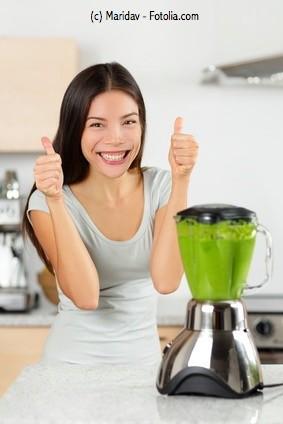 Wenn Du regelmäßig Smoothies zubereitet, solltest Du in einen leistungsstarken Mixer investieren. Der ist zwar teuer, aber dafür fast unkaputtbar. Es lohnt sich also!