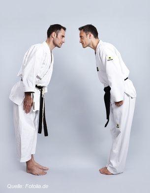 Mit einer Verbeugung vor und nach jedem Kampf zeigen Judoka ihren Respekt voreinander.