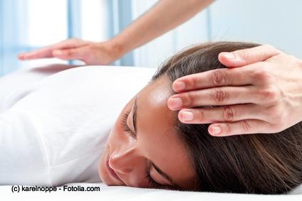 Reiki ist eine japanische Entspannungsmethode, die mittlerweile sich international in so einigen Krankenhäusern bei der Genesung von Patienten gut etabliert hat, obwohl wissenschaftlich noch kein Wirksamkeitsnachweis existiert.