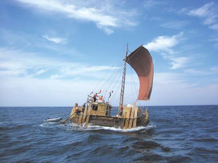 Fotogalerie © Hennes Grossmann Schilfboot der ABORA-III-Expedition.