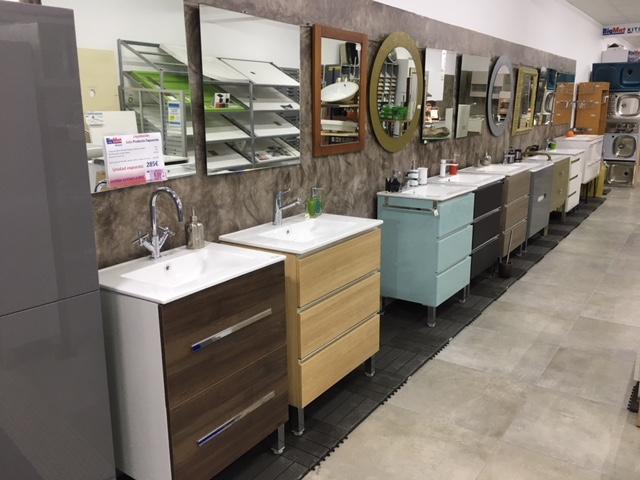 Exposición muebles de baño y grifería - BigMat Aliazul