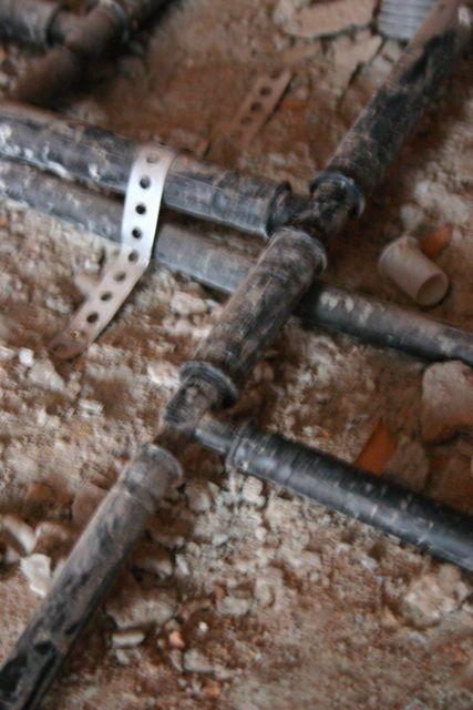 Rohre kann man bei der Montage auch in mehreren Schichten verlegen ...
