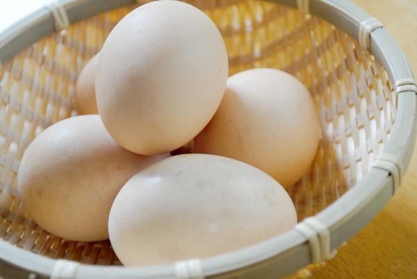 厳しく選びぬかれた こだわり健康卵と新鮮な白身魚を使い