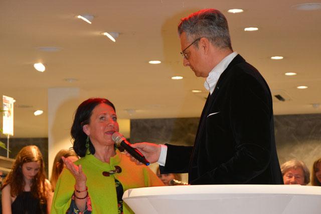 Doris Schwarzberger im Gespräch mit Dorian Steidl beim Fashion Award im Modehaus Roth