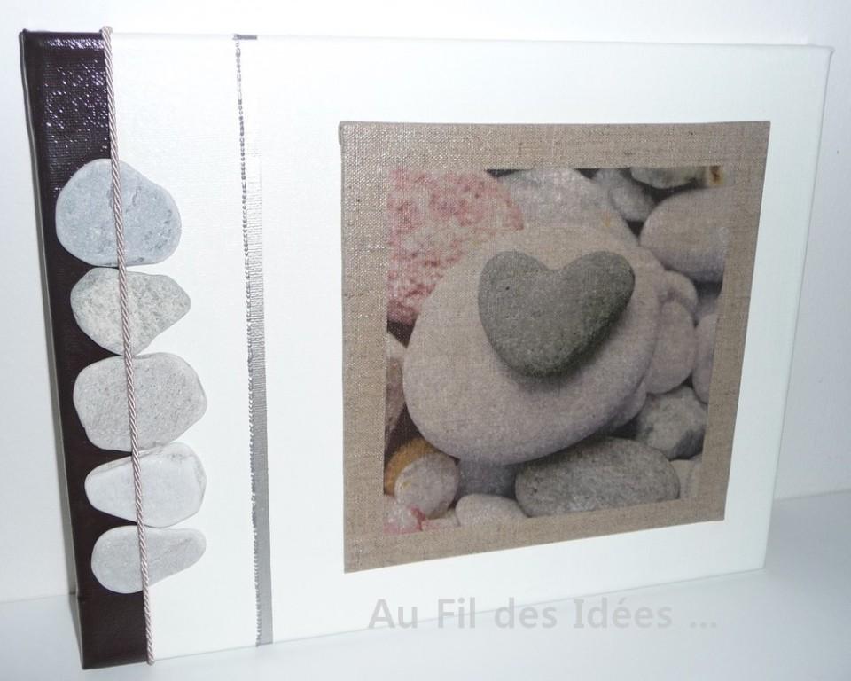 """Tableau """"Coeur de galets"""" (chassis 35 x 27 cm)"""