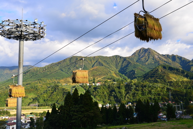 眼下に見えるのは越後湯沢の町並み。スキー場の多い越後湯沢は、コシヒカリの名産地でもある。