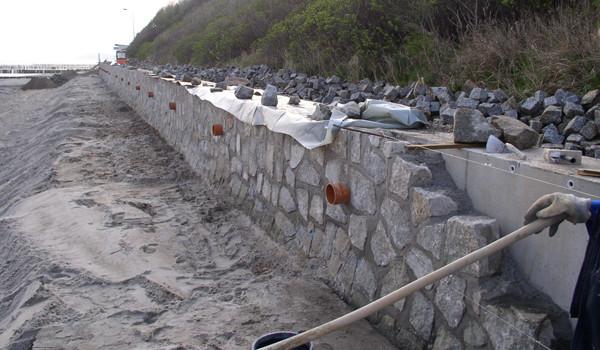 Erneuerung der Ufermauer im Ostseebad Nienhagen